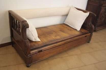 Chest Sofa aus massivem Nussbaum, 1870 Toskana