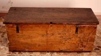 Truhe aus massivem Kastanienholz, Handwerkskunst, Cilento, Süditalien, 19. Jahrhundert aus Vedi anche Aus, bestehen aus, kommen aus, aus Versehen, aus sein, von sich aus, stammen aus, von dort aus, aus dem Ausland, aus Holz, aus dem Weg gehen