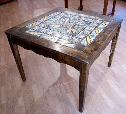 Vintage Esstisch mit original italienischer Majolika aus dem 18. Jahrhundert