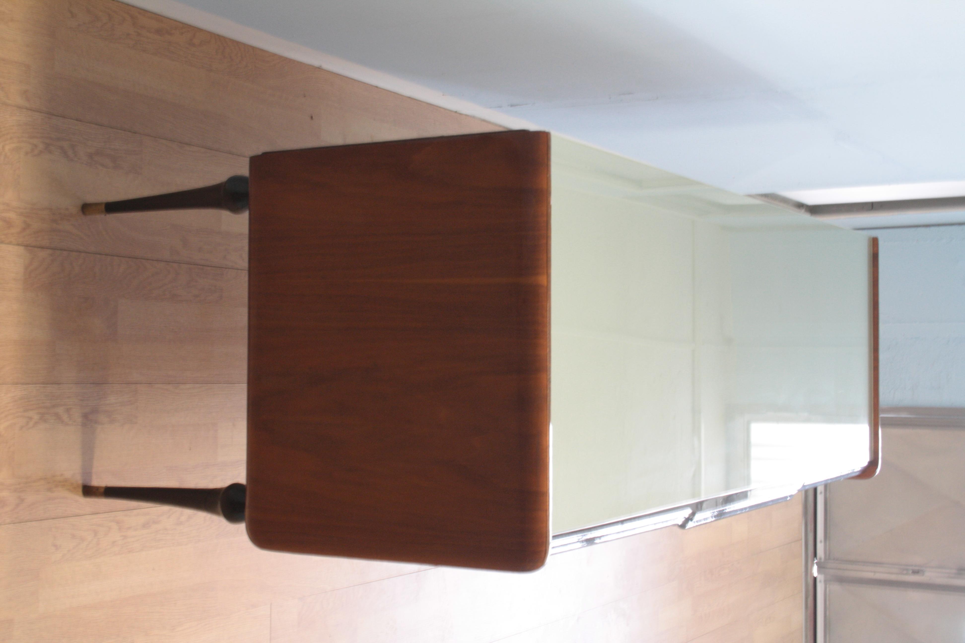Vintage niedriges Sideboard im italienischen Walnuss-Dorn der 1960er Jahre