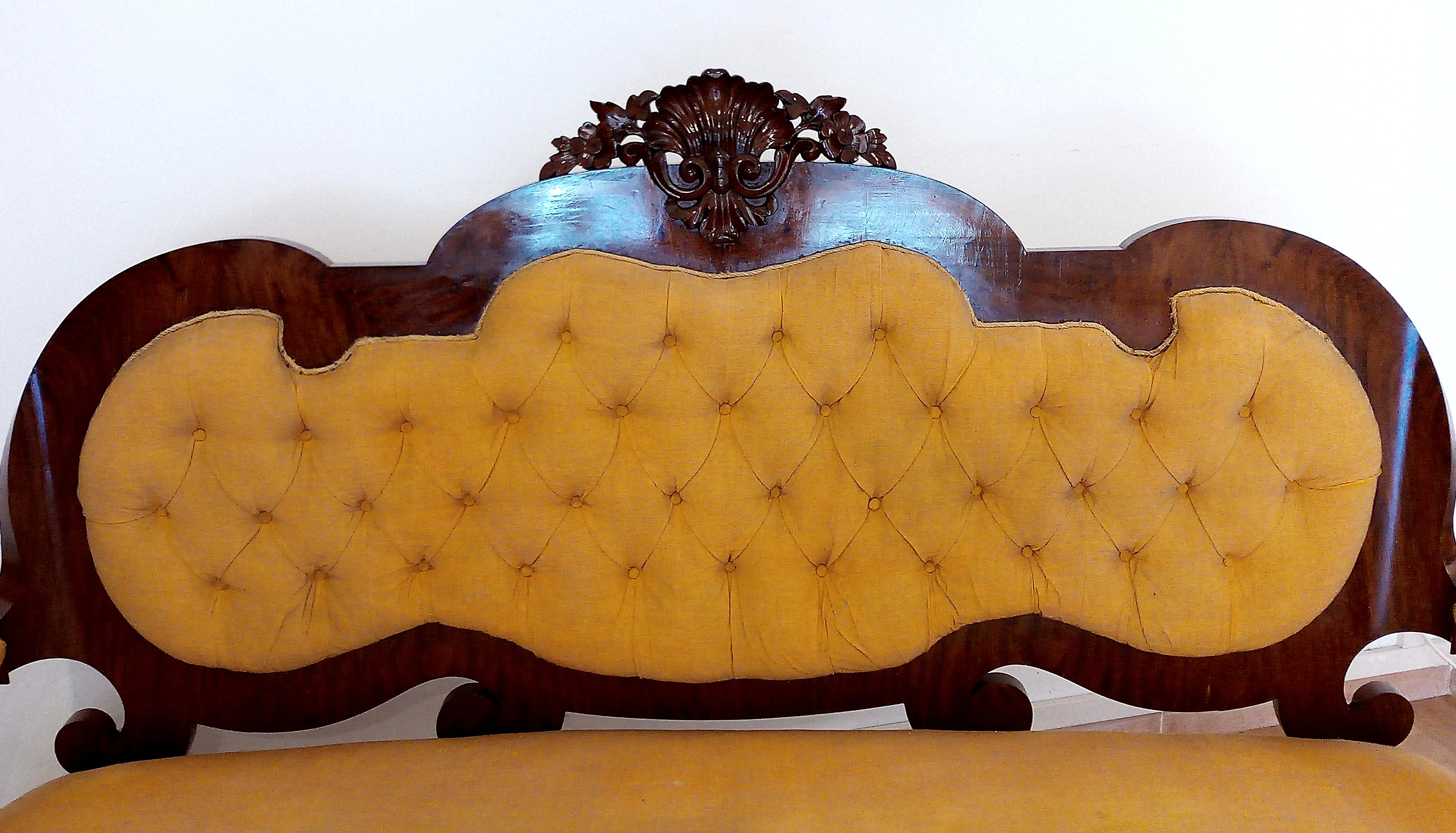 Sofasessel aus Walnussholz aus dem 19. Jahrhundert